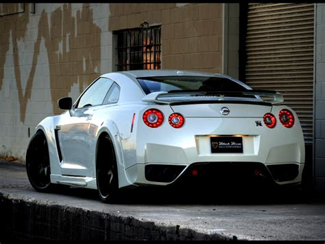 skyline nissan r35 gtr wallpaper r35 free download wallpaper dawallpaperz