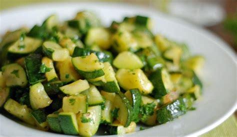 come cucinare le zucchine con il bimby zucchine trifolate bimby ricetta semplice buonissimo
