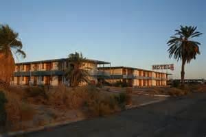 Abandon Buildings by Exploring Ruins On The Salton Sea