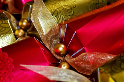 christmas crackers  stock photo public domain pictures