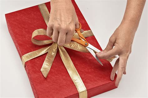 how to wrap a gift wrapping presents slucasdesigns com