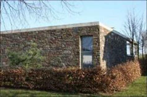 holzhaus für garten top flachbungalow mit einer top natursteinfassade im