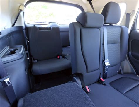 suv seats 6 comfortably v 6 in a compact suv makes it special