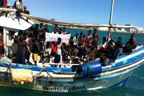 refugee boats coming to australia asylum seekers arrive by boat in geraldton abc news