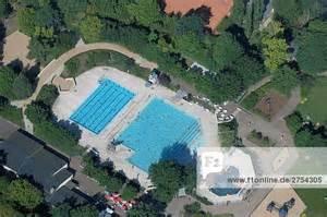 schwimmbad wuhlheide berlin hauptstadt deutschland lizenzpflichtiges bild
