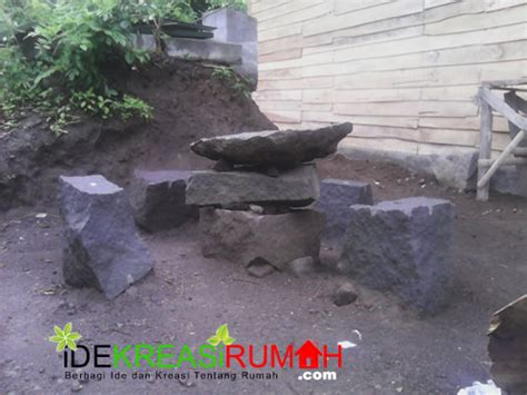 Kursi Taman Dari Rotan memanfaatkan sisa batu kali untuk kursi dan meja taman