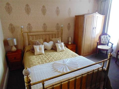 Room Shocker by Family Room Shocker Review Of Melville Hotel