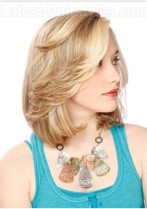 haircuts that fall away from face feathered bangs with bob cut cute short haircuts for