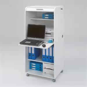 bureau informatique en bois avec rideau et roulettes