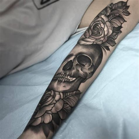 skulls n roses tattoos black and grey skull with roses by jade tattoos