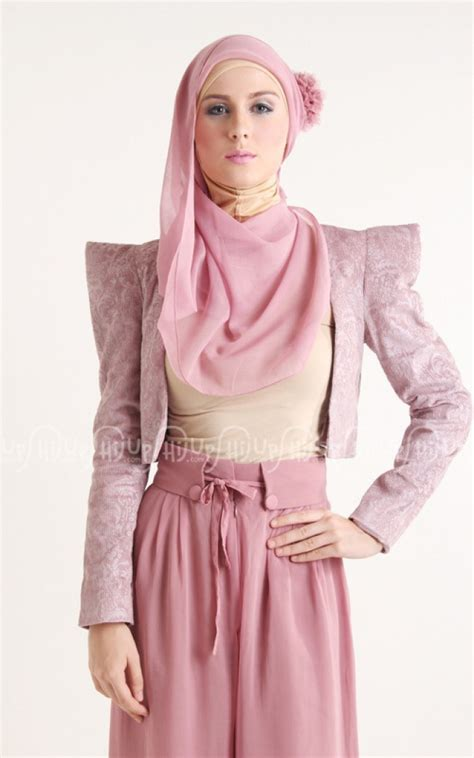 Blazer Jadi Gaya Fashion Hijabers   Foto 5   Dream.co.id