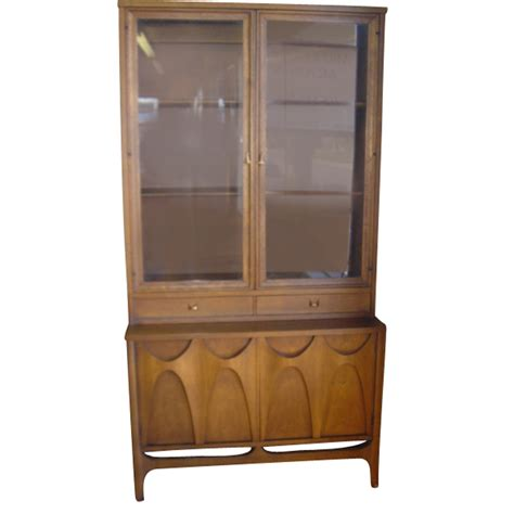 37 quot vintage broyhill brasilia china cabinet breakfront