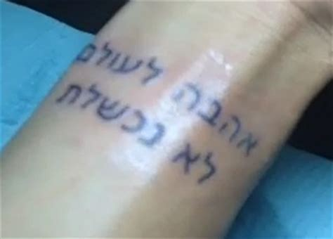 steph curry wrist tattoo steph curry gets hebrew on wrist larry brown sports