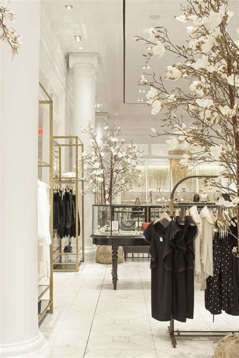 Clothing Boutique Decor by 25 Best Ideas About Clothing Store Displays On