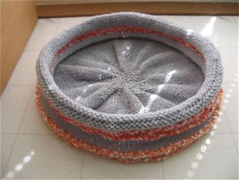 free knitting pattern cat bed a bed for your cat free patterns to knit and crochet