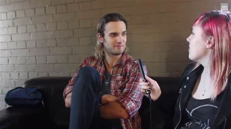 halestorm s arejay hale speaks to u k s hit the floor