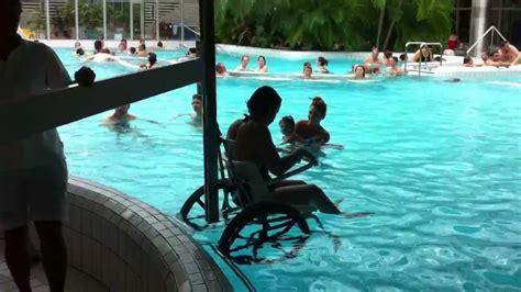 fauteuil roulant geneve mise 224 l eau d un fauteuil roulant aux bains de cressy 232 ve