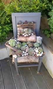 stuhl bepflanzen alter stuhl bepflanzt mit hauswurz deko