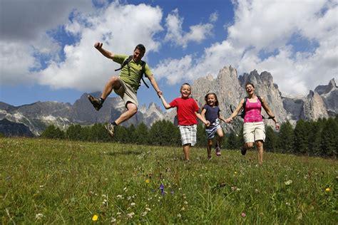 Vacanza In Montagna by Vacanze In Montagna Estate Val Di Fassa Nelle Dolomiti