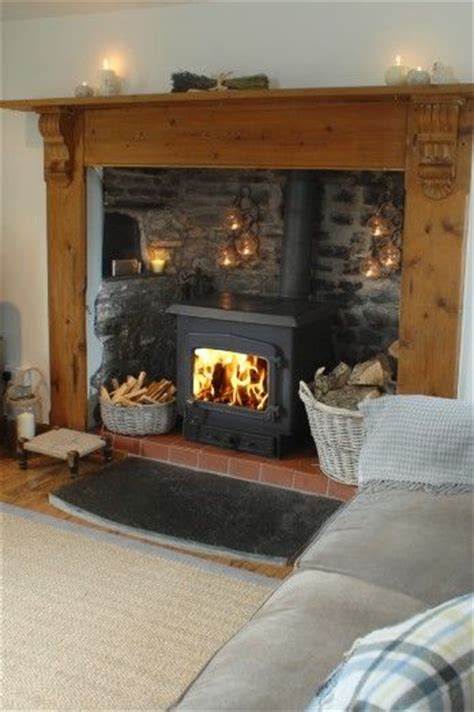 Cottage Fireplace Ideas by 17 Best Ideas About Cottage Fireplace On Wood