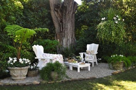 outdoor sitting area image via dan marty