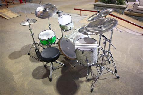 charitybuzz  home travis barkers drum set  meet