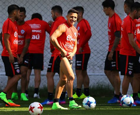 alexis sanchez injury alexis sanchez injury arsene wenger positive over