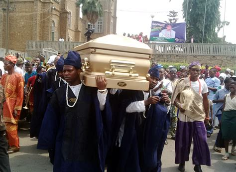 who died 19th january 2016 photos from olubadan burial 36ng
