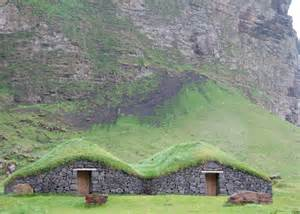 grass haus file grass roof houses jpg wikimedia commons