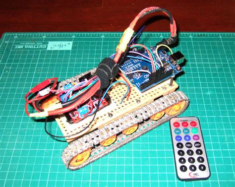 tracked robot ir remote control  arduino makezilla