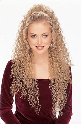 how to curl your hair and wear bananaclip curly hair are the best hairstyle for young girls