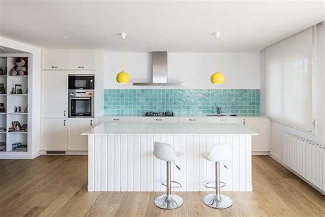 piastrelle bianche cucina foto cucina con piastrelle azzurre di francesco