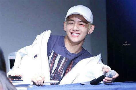 kim taehyung smile kim taehyung the king of box smiles army s amino
