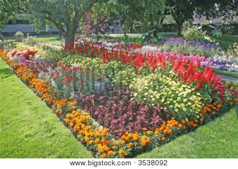 Flower Bed Atin Southern Stock Photo Stock Images Bigstock Southern Flower Gardens