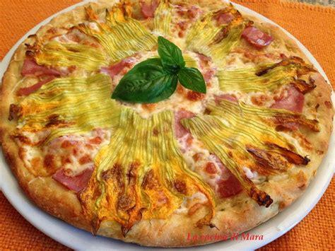 pizza con i fiori di zucca pizza rustica con fiori di zucca e mortadella