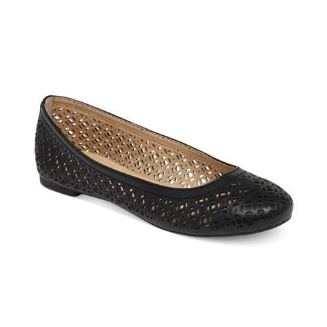 lucky brand flat shoes lucky brand eastly laser cut flats in black lyst