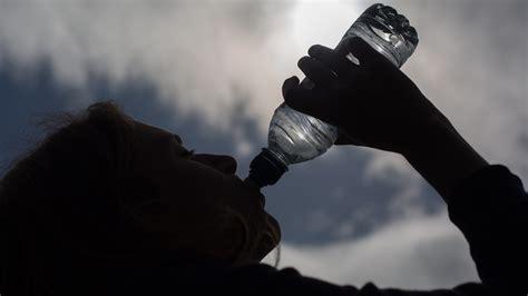 bere acqua rubinetto acqua di rubinetto e minerale quali caratteristiche