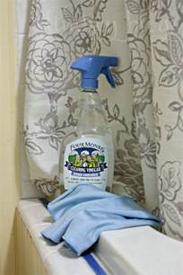 vinegar for cleaning bathroom 7 tips for cleaning with vinegar in the bathroom
