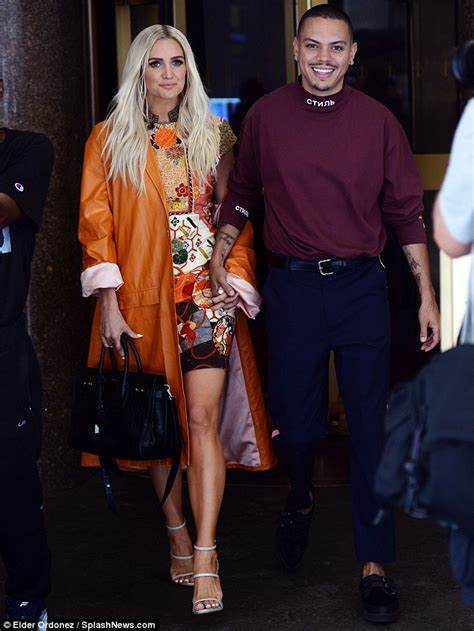 ashlee simpson ross i do ashlee simpson and evan ross hold hands as they gear up to