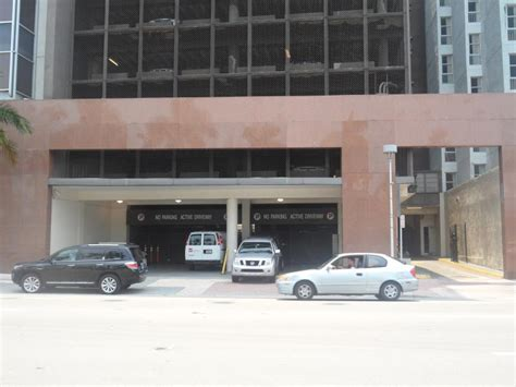 American Airlines Arena Parking Garage by New World Tower At 100 N Biscayne Blvd Miami Parking