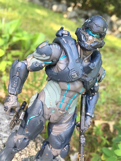 figure halo 5 mcfarlane halo 5 spartan locke figure review photos