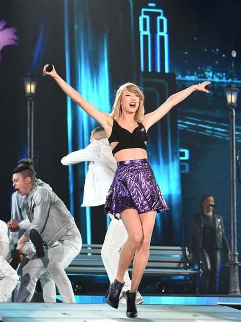 taylor swift concert youtube taylor swift concerts images taylor swift vertical hd