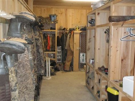 layout boat hunting clothes hunting locker designs google search hunt room