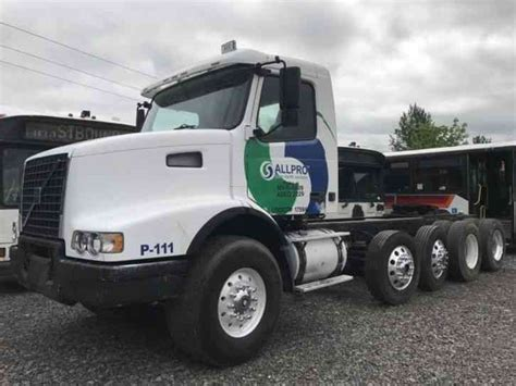 2002 volvo truck volvo vnl 2002 daycab semi trucks