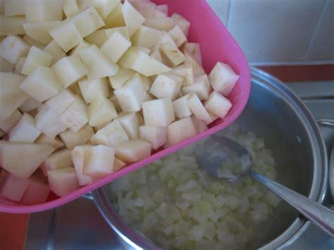 sedano rapa calorie ricetta crema di sedano rapa con crostini di pane light