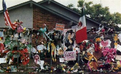 selena quintanilla house memorial in front of selena s house my idol selena quintanilla perez pinterest