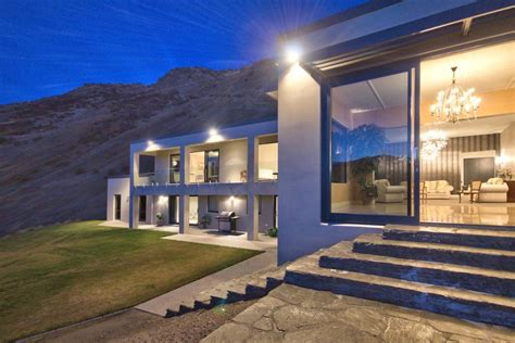 Tour A Lakefront Contemporary Home In Queenstown New Luxury Homes Queenstown