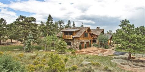 5 log cabins that are for hibernating winter away