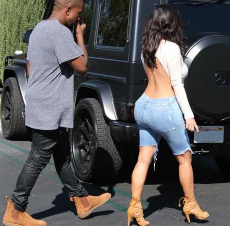 hijo se masturba con ropa interior de au madre kim kardashian sorprende con tremendo escote en la espalda