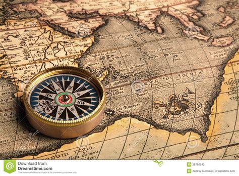 rocznika kompas i stara mapa fotografia stock obraz
